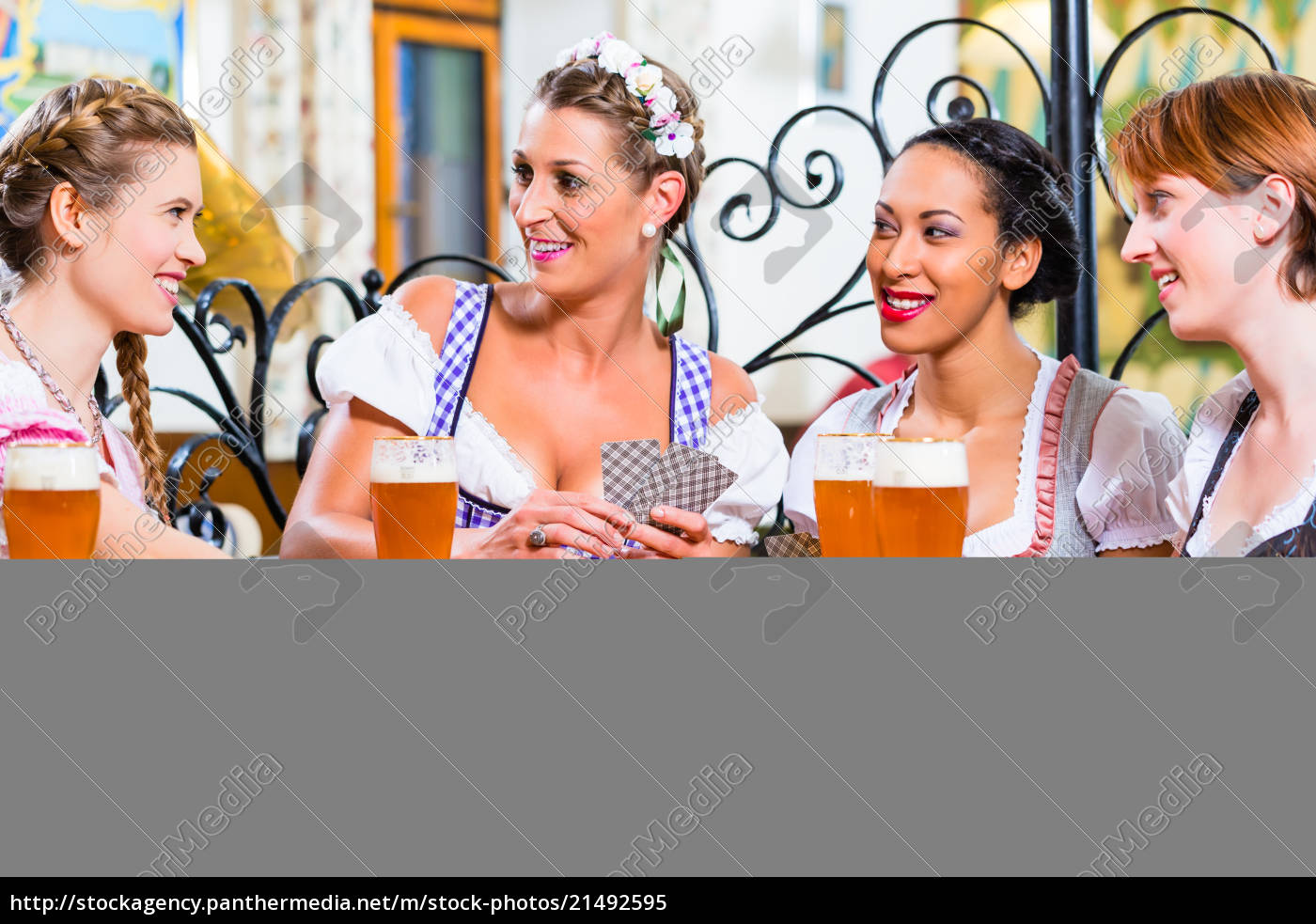 women, in, bavarian, pub, playing, cards - 21492595