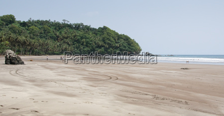 seven wave beach sao tome and