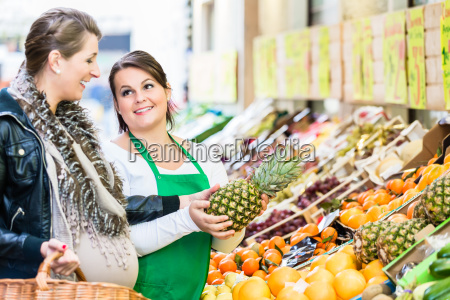 woman buying groceries at farmers market