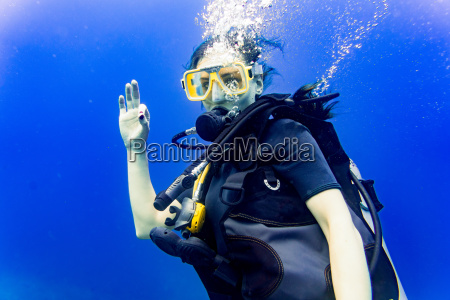 woman scuba diving in her vacation