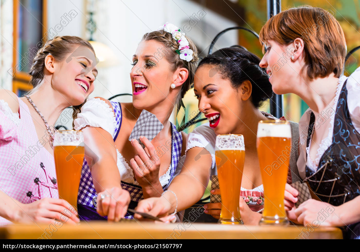 women, in, bavarian, pub, playing, cards - 21507797