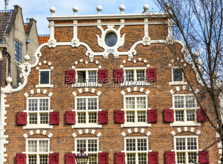 old canal building singel canal amsterdam