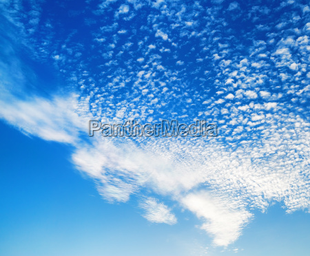 blue sky with many clouds