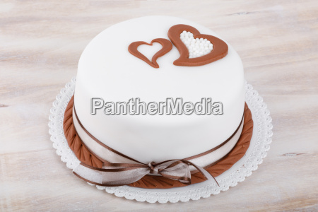 valentine love cake with hearts on
