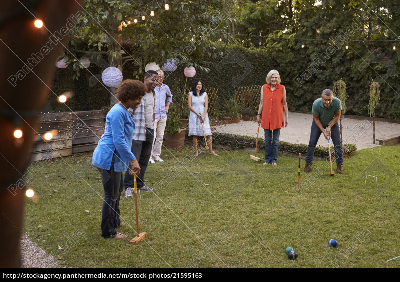 group, of, mature, friends, playing, croquet - 21595163