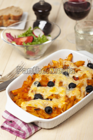 rigatoni pasta with olives and wine