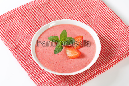 cold, strawberry, soup - 21742989