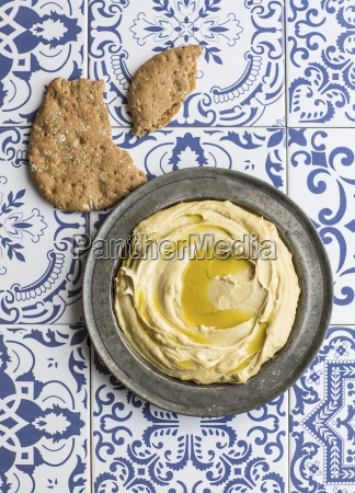 hummus with olive oil and flatbread