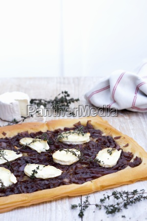 quiche with goats cheese and caramelised