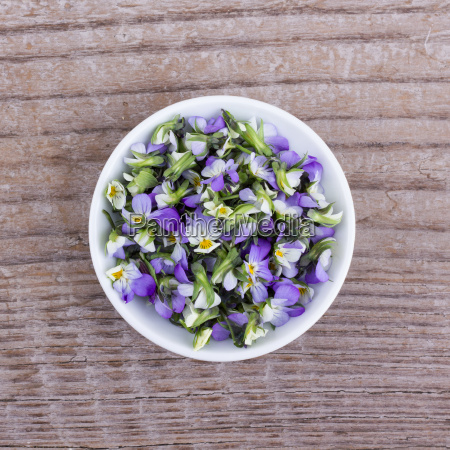 bowl of flowers from field pansy
