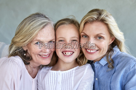 familiy picture of little girl with