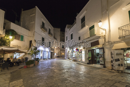 night view of the typical alleys