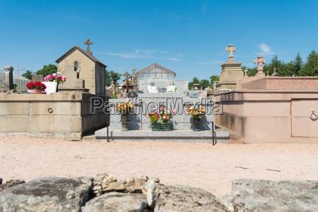 graveyard of oradour sur glane