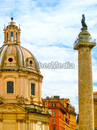 marco aurelio column in piazza colonna