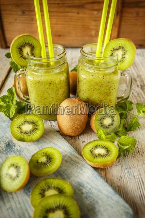 fresh homemade kiwi smoothies