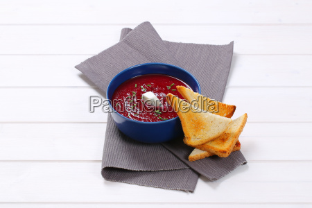 beetroot, cream, soup, with, toasts - 22616117