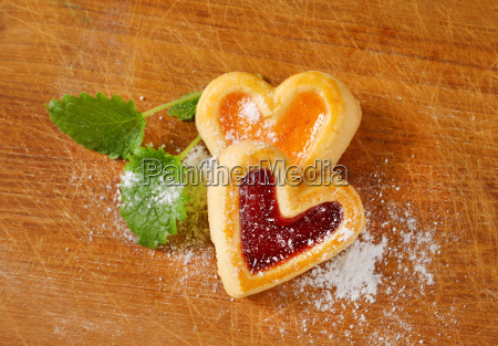 heart shaped jam cookies
