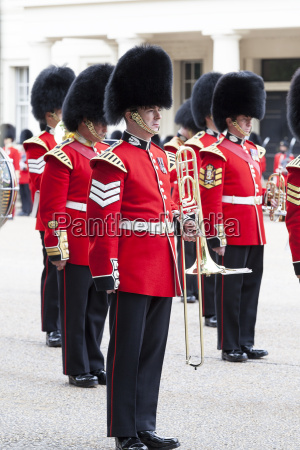 ceremonial changing of the london guards