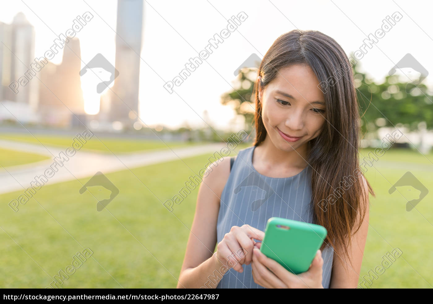 business, woman, working, on, cellphone - 22647987