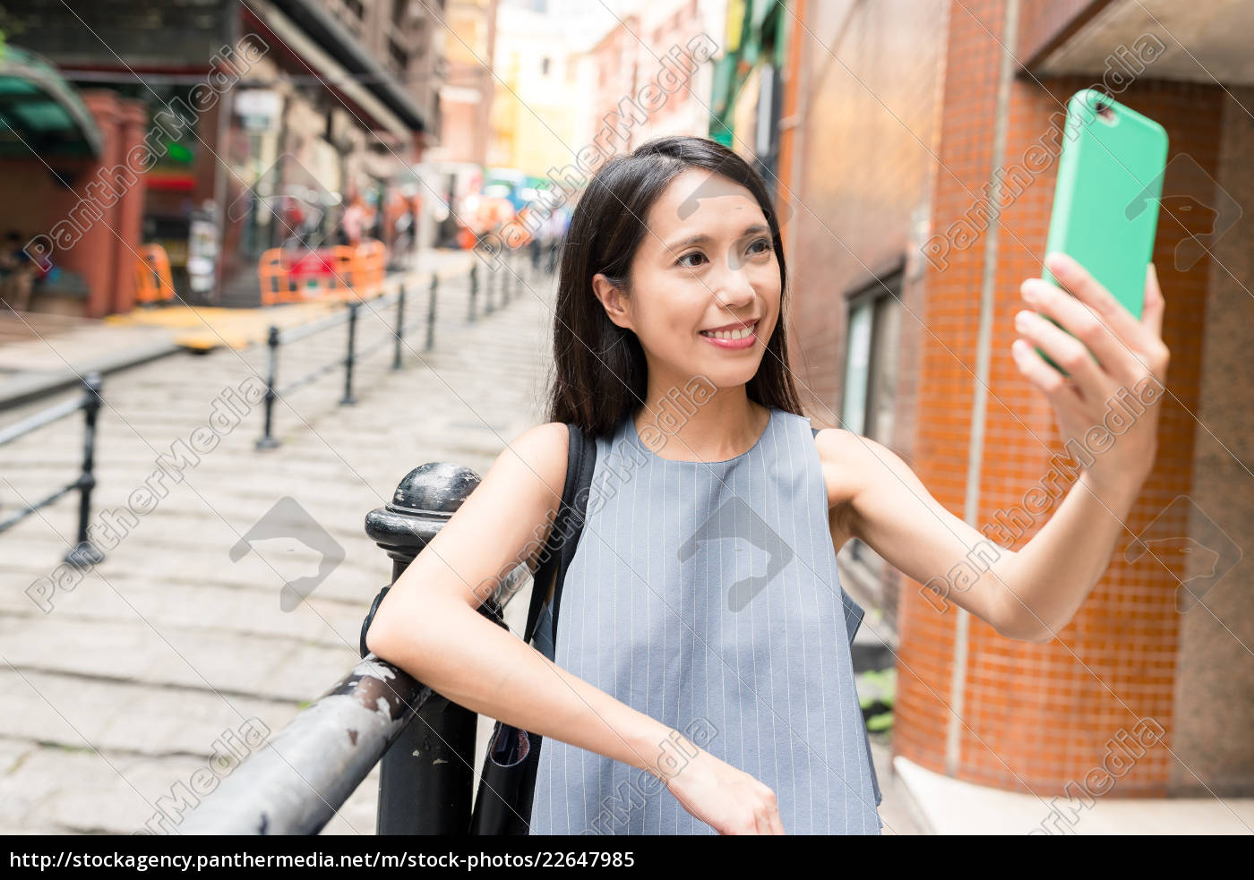 woman, taking, selfie, with, mobile, phone - 22647985