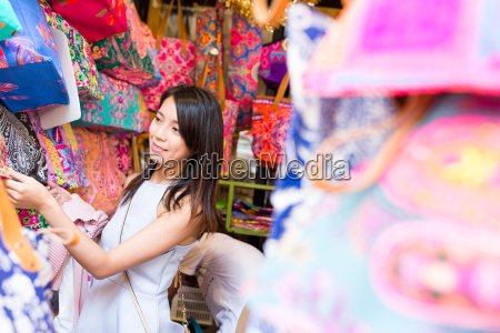 woman shopping in the weekend market