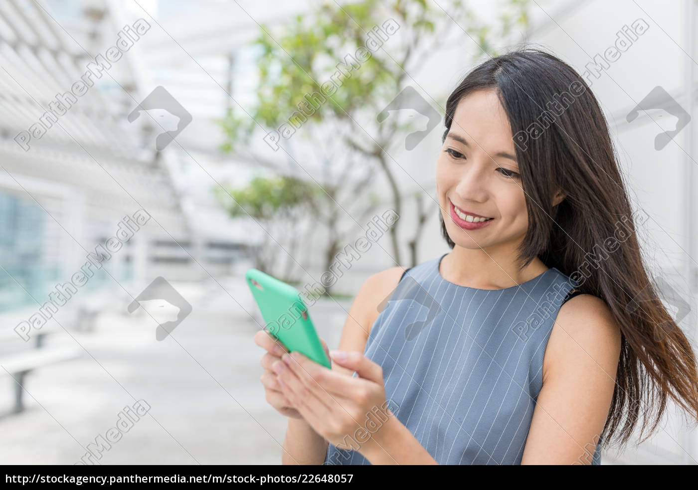 businesswoman, use, of, mobile, phone - 22648057