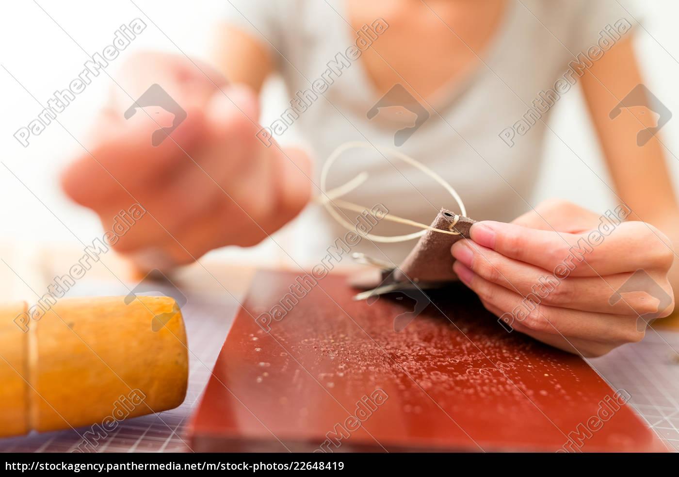 leather, handbag, craftsman, at, work, in - 22648419