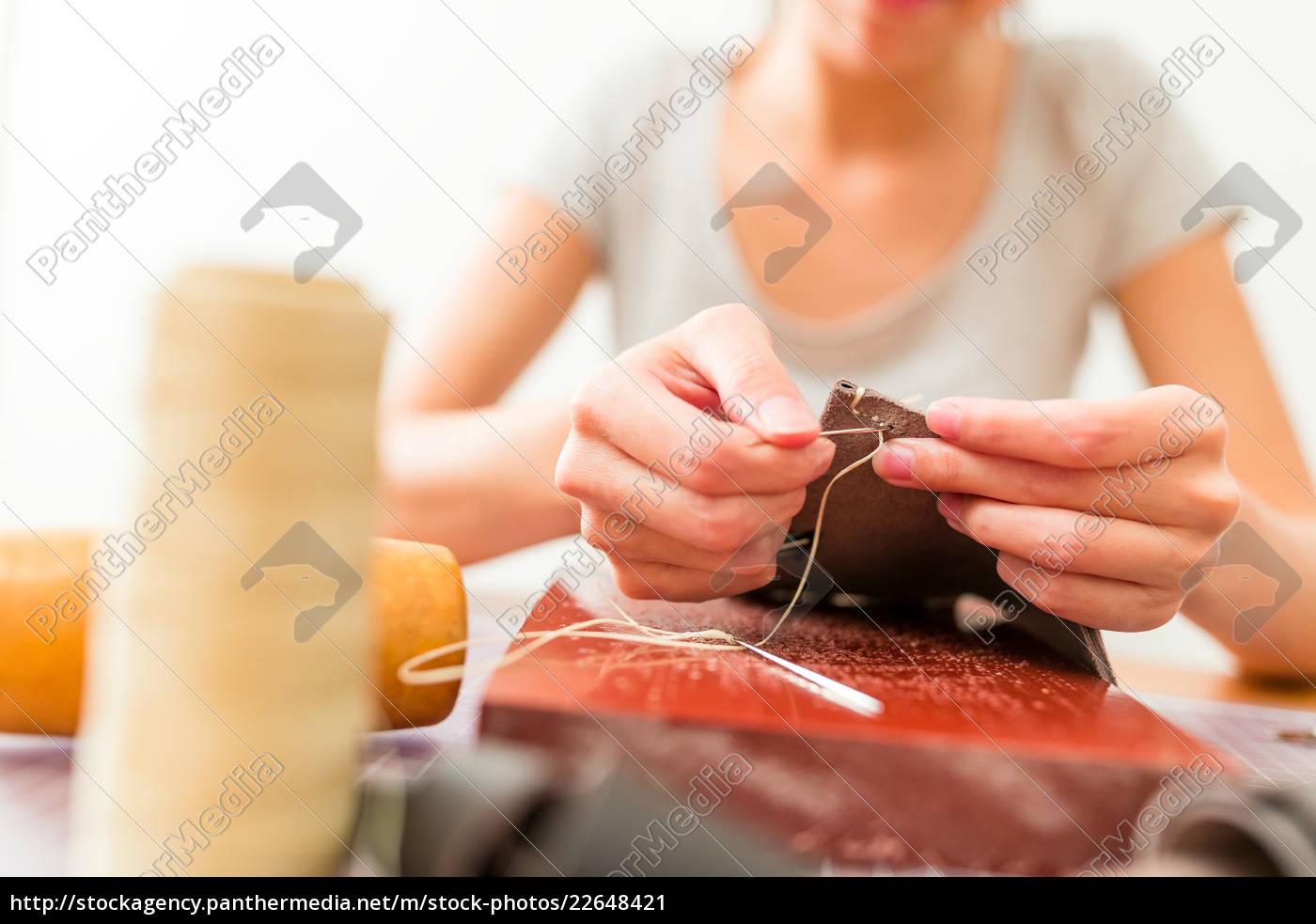 leather, handbag, craftsman, at, work, in - 22648421
