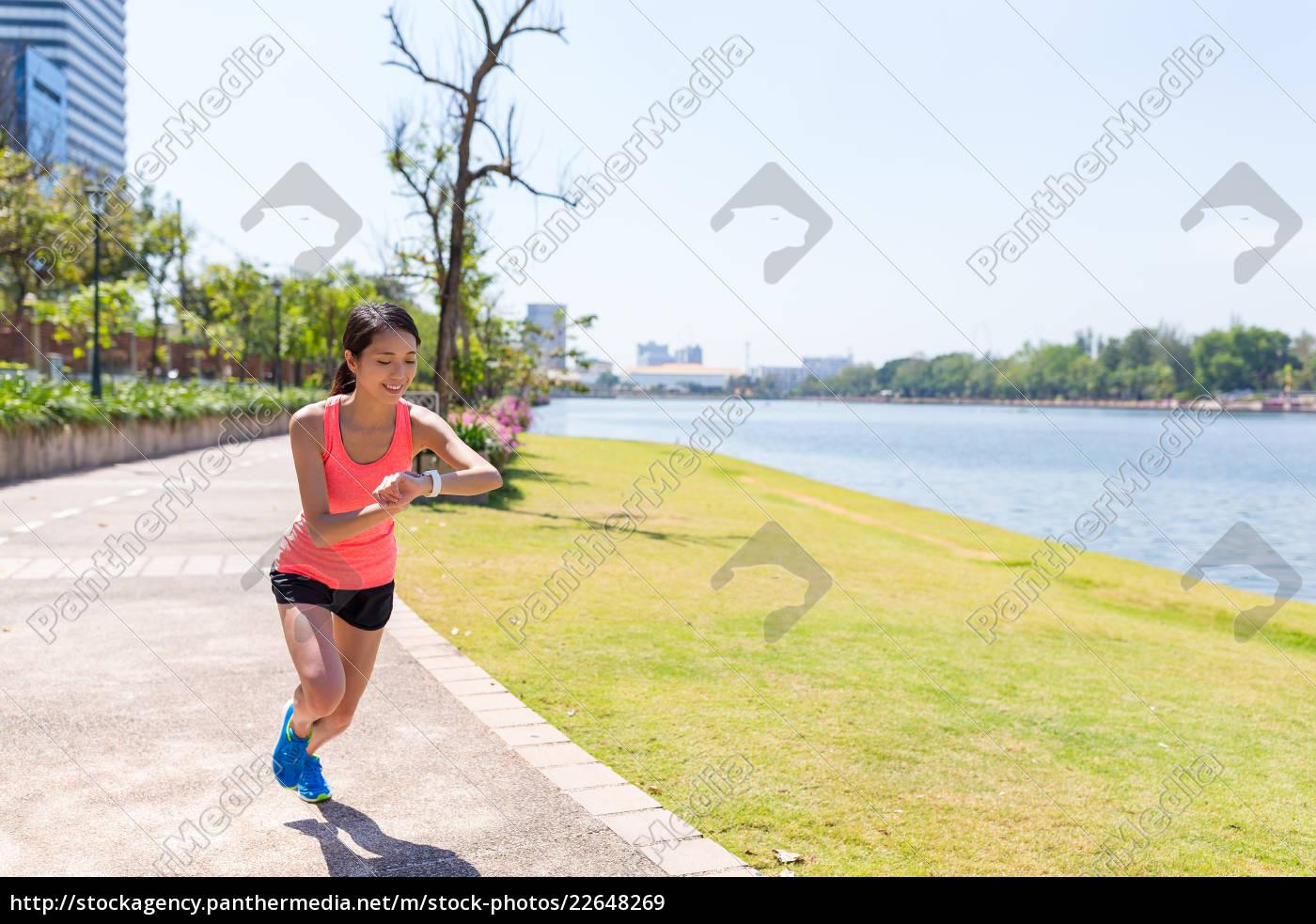 sport, woman, running, in, the, park - 22648269