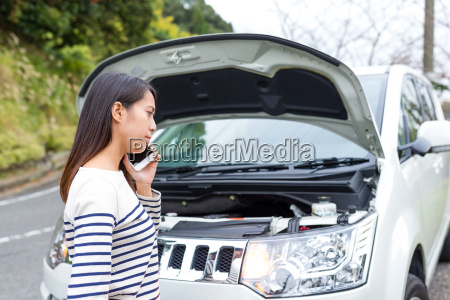 woman, call, on, cellphone, with, car - 22648263