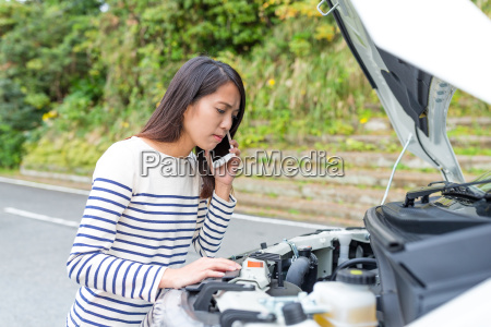 woman, calling, for, help, with, car - 22648259