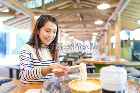 woman, eating, japanese, somen, in, restaurant - 22648253