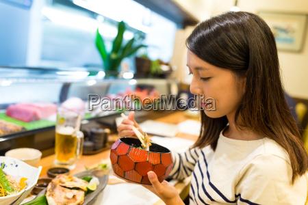 woman, enjoy, japanese, cuisine - 22648023