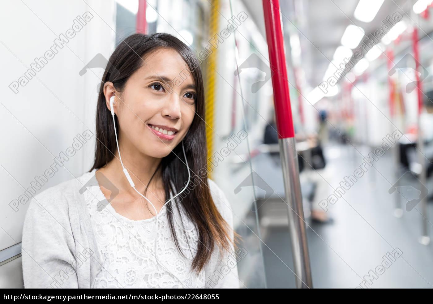 woman, listen, to, music, on, train - 22648055