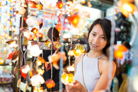woman, shopping, in, the, store - 22648179