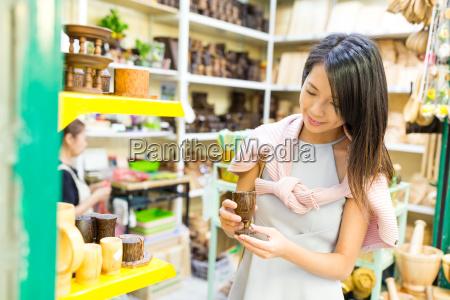 woman, shopping, on, weekend, market - 22648213