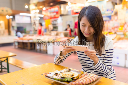 woman, taking, photo, on, her, dish - 22648017