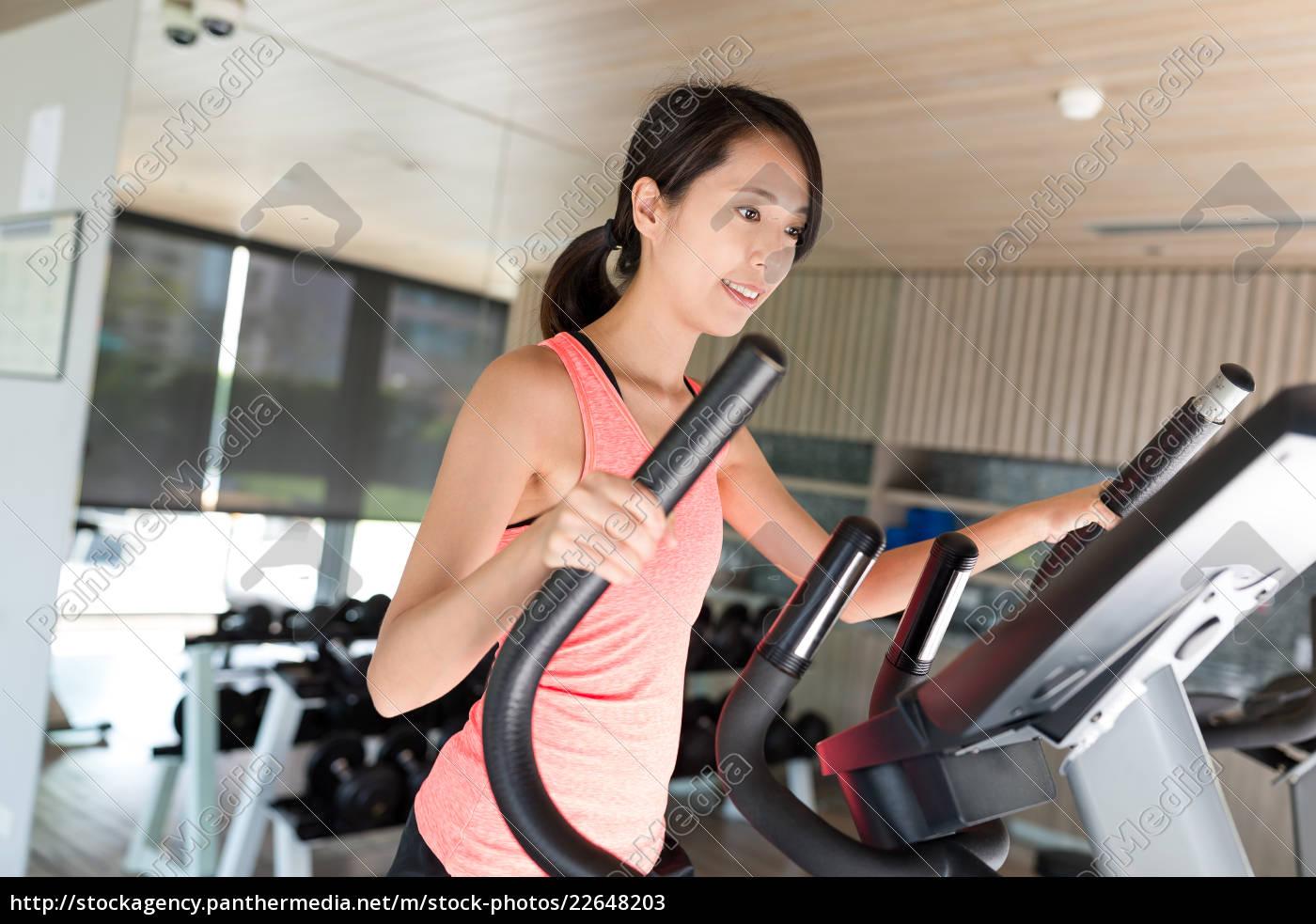 woman, training, on, elliptical, machine, in - 22648203