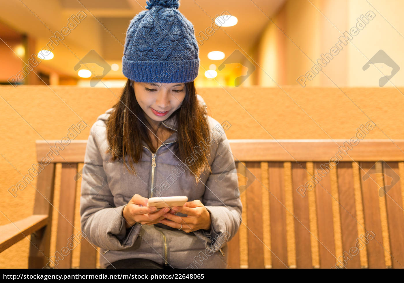 woman, use, of, cellphone - 22648065