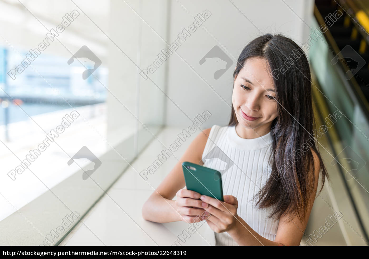 woman, use, of, mobile, phone - 22648319