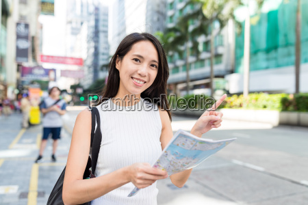 woman, using, city, map, in, hong - 22648315