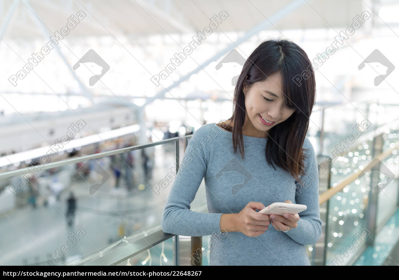 woman, working, on, mobile, phone, in - 22648267