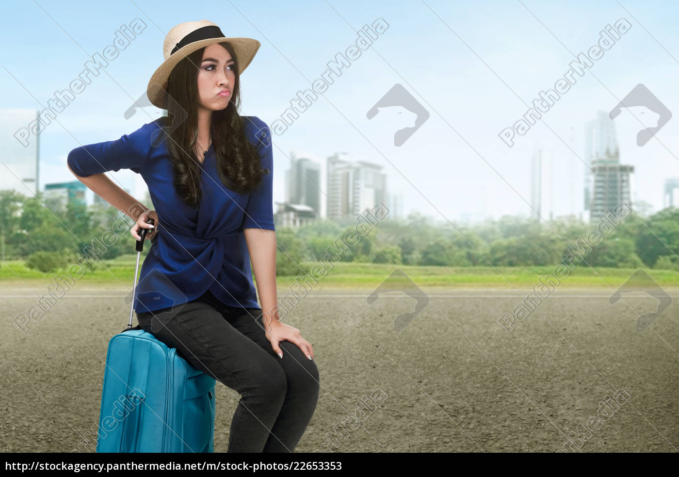 traveler, asian, woman, with, hat, sitting - 22653353