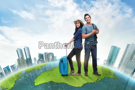 young, asian, traveler, couple, carrying, baggage - 22653361