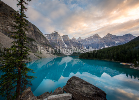 moraine lake at sunset in the