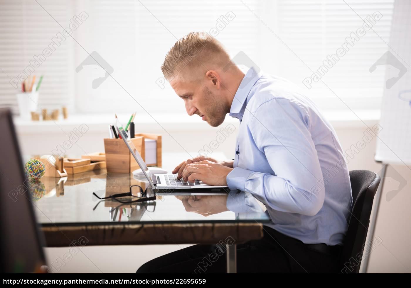 businessman, using, laptop - 22695659