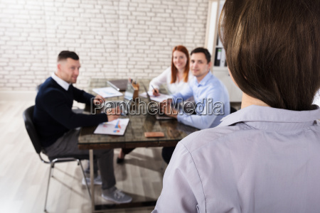 businesswoman, giving, presentation, in, office - 22695873