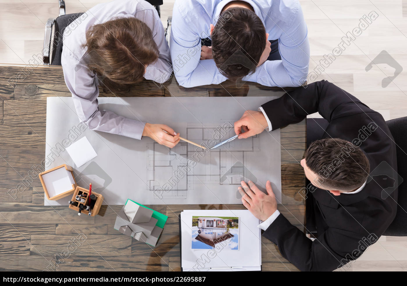 couple, and, architect, working, on, blueprint - 22695887