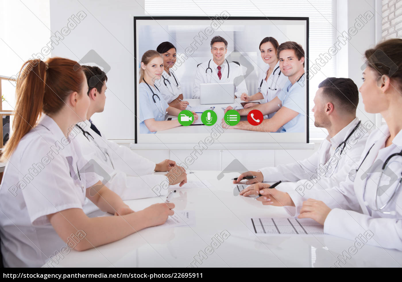 doctor's, having, video, conference - 22695911