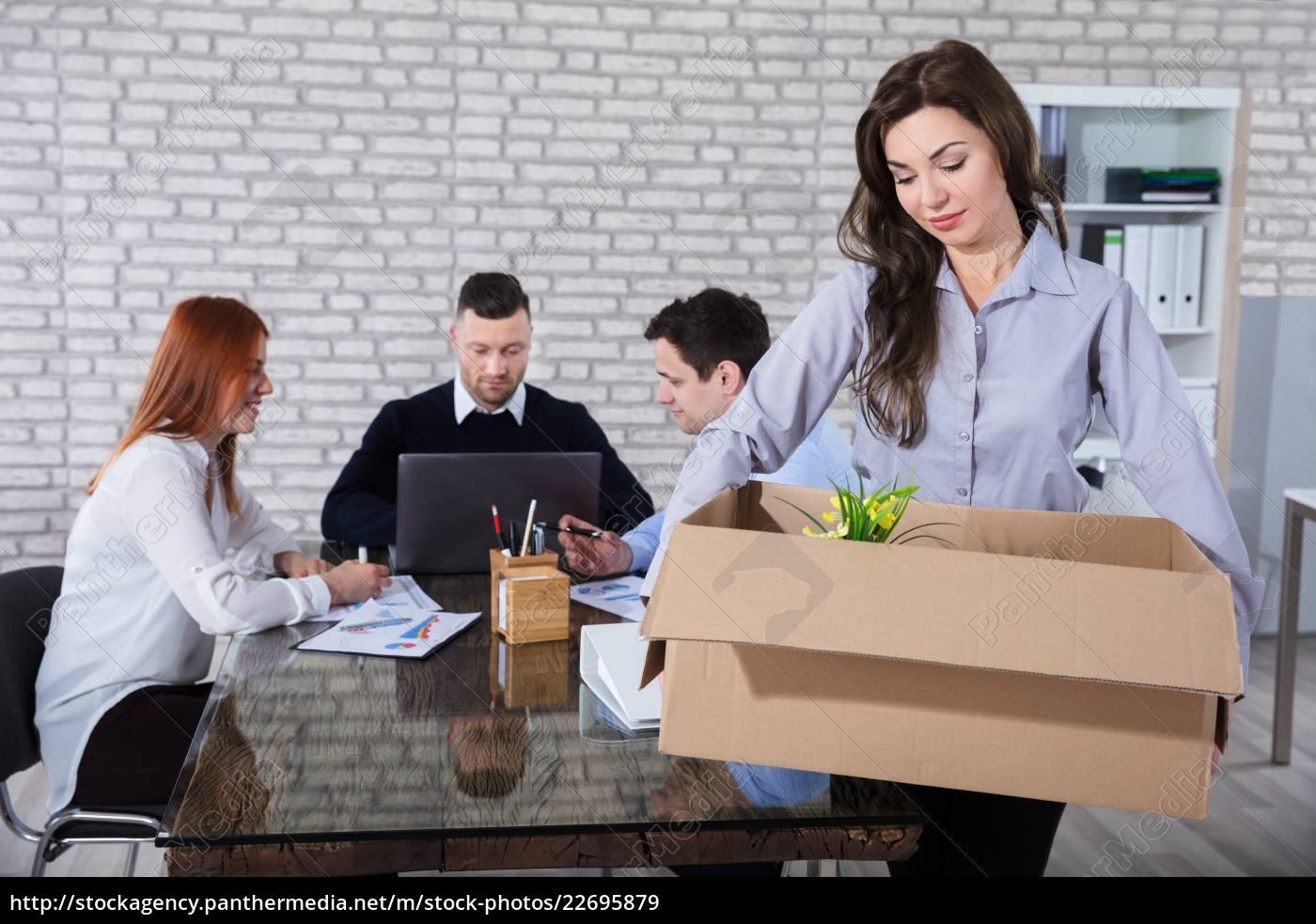 fired, employee, with, belongings - 22695879